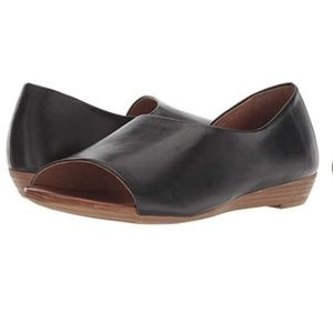 Miz Mooz Allure Black Leather Open Toe Flats 40
